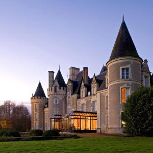 Hotel Pictures: Hôtel Chateau Golf des Sept Tours by Popinns, Courcelles-de-Touraine
