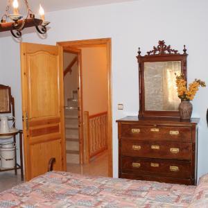 Hotel Pictures: Casa De La Virginia, Valdealgorfa