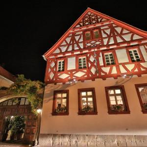 Hotel Pictures: Weinhaus Henninger, Kallstadt