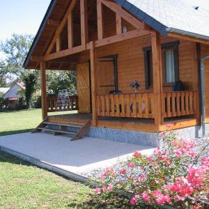 Hotel Pictures: Chalets du Lac, Arcizans-Avant