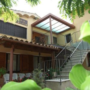 Hotel Pictures: Carmelita, Sant Privat de Bas
