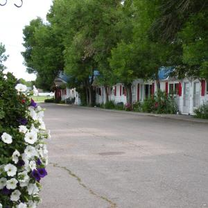 Hotel Pictures: Bluebird Motel, Claresholm