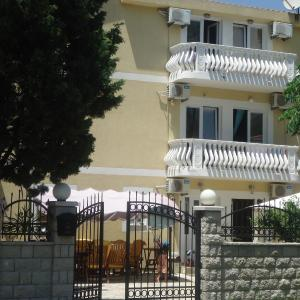 Hotel Pictures: Apartments Beba Zalad, Sutomore