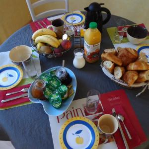 Hotel Pictures: Chambre d'hôtes Mr Mme Charrier, Chaumont