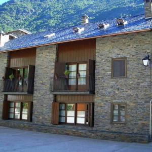 Hotel Pictures: Apartaments Vall Ferrera, Areu