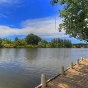 酒店图片: Bairnsdale Riverside Holiday Park, 拜恩斯代尔