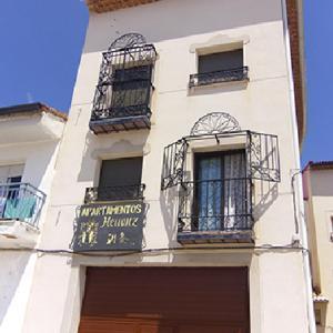 Hotel Pictures: Apartamentos Herranz, Alcoroches