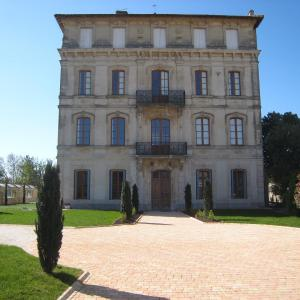 Hotel Pictures: Chateau Du Comte, Ginestas