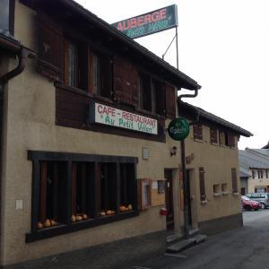 Hotel Pictures: Gîte Au Petit Vélan, Bourg-Saint-Pierre