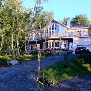 Hotel Pictures: Le Bed and Breakfast du Lac Delage, Stoneham