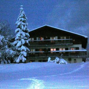 Hotel Pictures: Chalet la Tovasse, Notre-Dame-de-Bellecombe