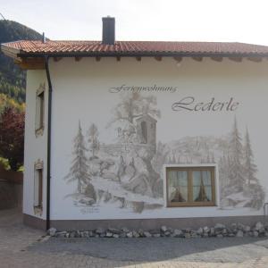 Фотографии отеля: Ferienwohnung Lederle, Йерценс