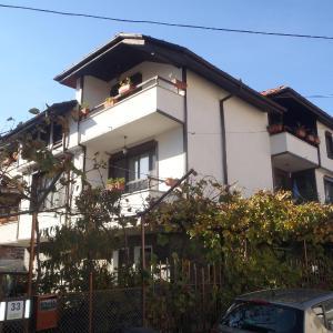 Hotel Pictures: Mladenova House, Zlatograd