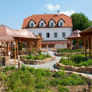 Hotel Pictures: Babiččina Zahrada Penzion & Restaurant, Pruhonice