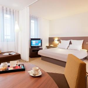 Hotel Pictures: Novotel Suites Paris Montreuil Vincennes, Paris