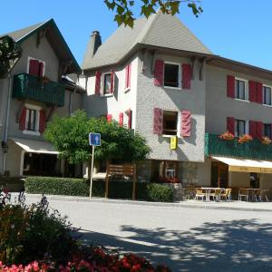 Hotel Pictures: La Chaumière Savoyarde, Thorens-Glières