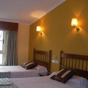 Hotel Pictures: Hostal Magallanes, Ferrol