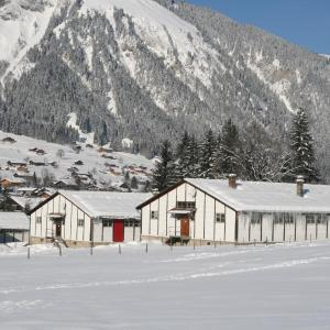 Hotel Pictures: Mountain Lodge Backpackercamp, Lenk