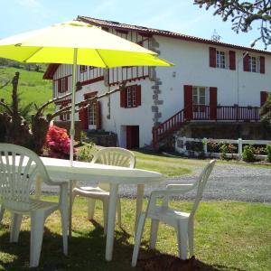 Hotel Pictures: Location Eyheraldia, Hasparren