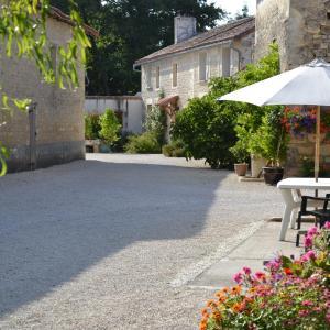 Hotel Pictures: Le Moulin de Lusseau, Chef-Boutonne
