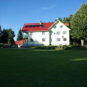 Hotel Pictures: Mesikamäe Puhkemaja, Karilatsi