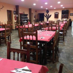Hotel Pictures: Hostal el Hayedo, Cantalojas
