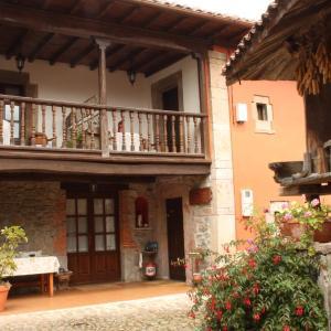 Hotel Pictures: Casa de Aldea El Llagar, Peruyes