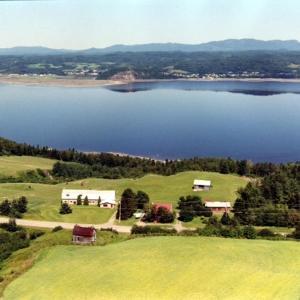 Hotel Pictures: Gîte à la Vieille École, Saguenay