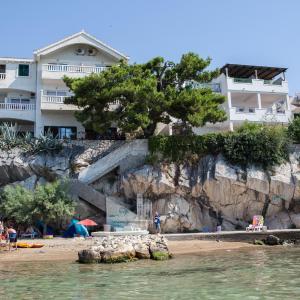 Foto Hotel: Apartments Agava-Mirjana, Omiš