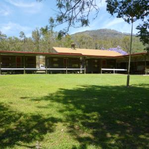 Hotel Pictures: Christmas Creek Café & Cabins, Lamington