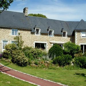 Hotel Pictures: Le Relais Postal, Courson