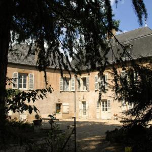 Hotel Pictures: La Maison des Gardes - Chambres d'hôtes, Cluny