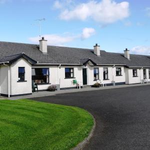 Hotel Pictures: Ashlea Cottages, Portrush