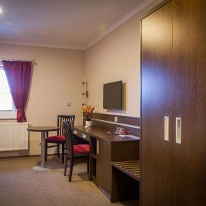 Hotel Pictures: Penzion a Restaurace Na Netřebě, Pardubice