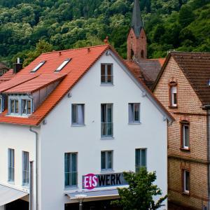 Hotel Pictures: Gästehaus Eschers Eiswerk, Annweiler am Trifels