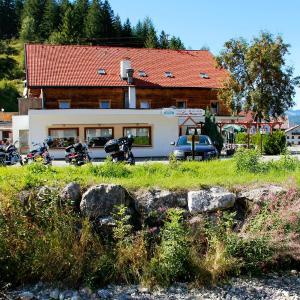 Hotellikuvia: Gasthaus Traube, Bichlbach