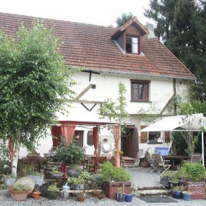 Hotel Pictures: Les Filloux Chambre et Table d'Hôtes, Saint-Dizier-Leyrenne