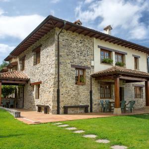 Hotel Pictures: Casa Rural Llugarón IV, Miravalles