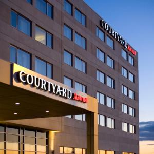 Hotel Pictures: Courtyard by Marriott Montreal Airport, Dorval
