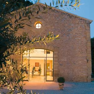 Hotel Pictures: Hôtel Le Pré Galoffre, Nîmes
