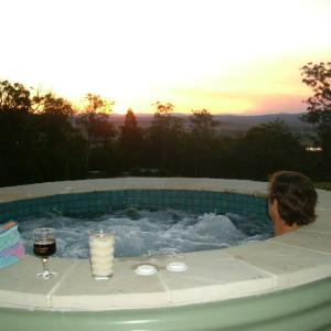 Hotel Pictures: Wallaby Ridge Retreat, North Tamborine