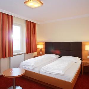 Фотографии отеля: Hotel Goldener Adler, Линц