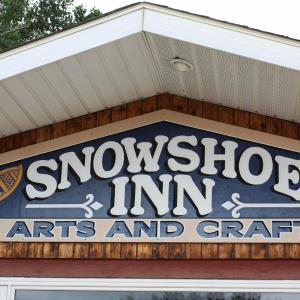 Hotel Pictures: Snowshoe Inn, Fort Providence