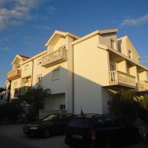 Hotel Pictures: Apartments Borac, Vir