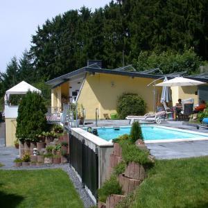 Hotelbilleder: Ferienwohnung Pfautz, Adenau