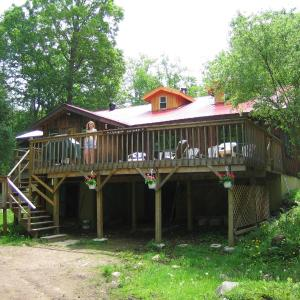 Hotel Pictures: Algonquin Eco-Lodge, Harcourt