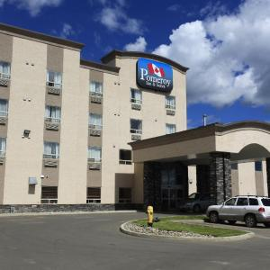 Hotel Pictures: Pomeroy Inn and Suites Chetwynd, Chetwynd