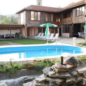 Hotelbilleder: Ioanna Guest House, Gostilitsa
