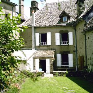 Hotel Pictures: Chambre d'Hôtes La Maison de Barrouze, Salers