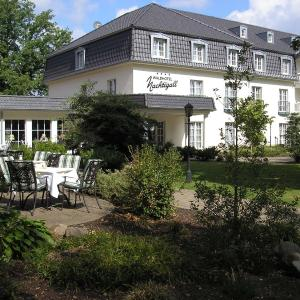 Hotel Pictures: Waldhotel Nachtigall, Paderborn